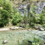 Das türkisblaue Wasser in der Tiefenbachklamm