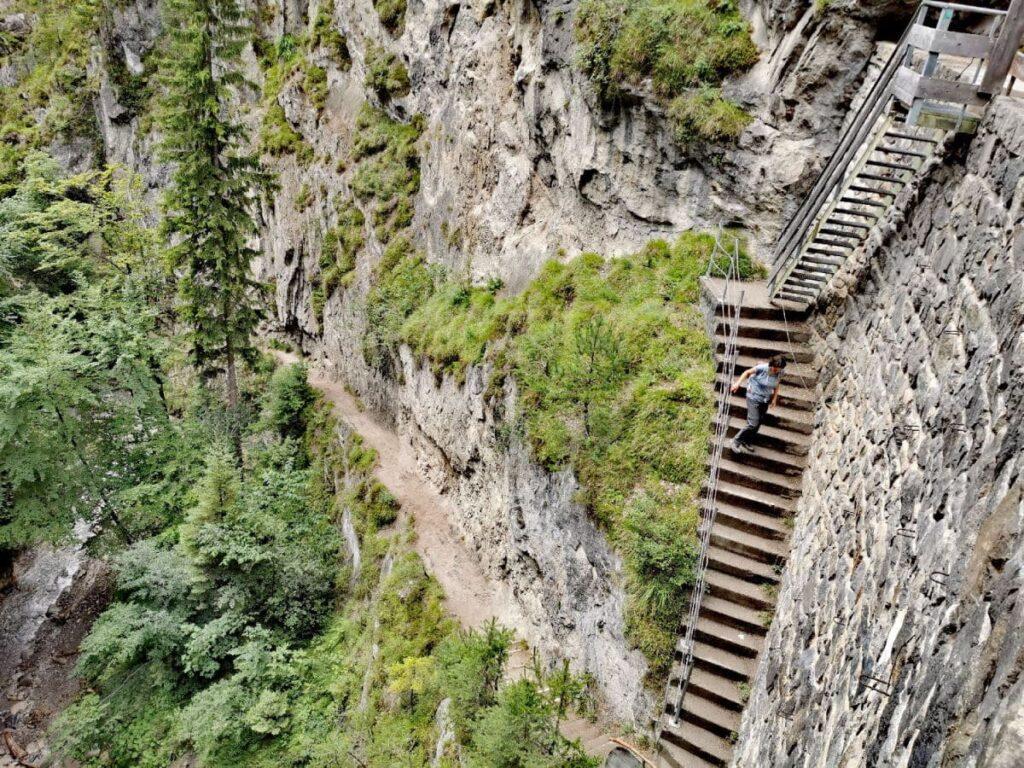 Klamm Österreich mit steiler Treppe: Die Ehnbachklamm bei Innsbruck