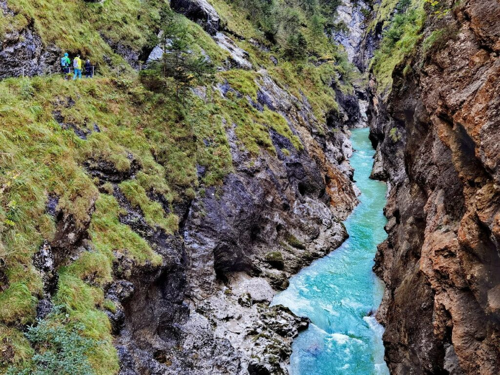 Tiefenbachklamm wandern - immer entlang der türkisgrünen Brandenberger Ache