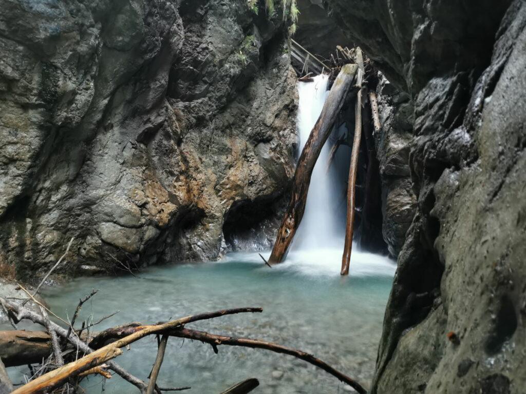 Die riesigen Wasserfälle in der Wolfsklamm sind sehr beeindruckend