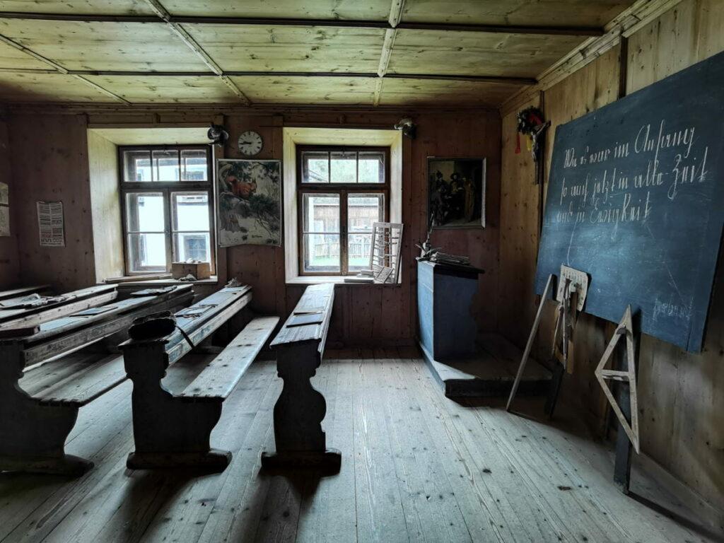Zum Höfemuseum Kramsach gehört auch diese alte Schule